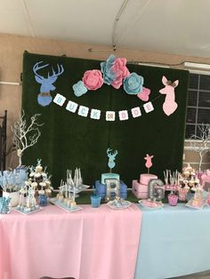 's Gender Reveal / Buck or Doe - Buck or Doe? We Can't wait to Know! at Catch My Party Country Gender Reveal, Gender Reveal Themes, Gender Reveal Party Decorations, Baby Gender Reveal Party, Gender Party Ideas, Gender Reveal Twins, Deer Baby Showers, Baby Shower Fun, Glitter Gender Reveal