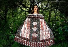 Flax Weaving, Weaving Art, Feather Cape, Maori People, Capes & Ponchos, Maori Designs, Fibre And Fabric, Maori Art, Wearable Art