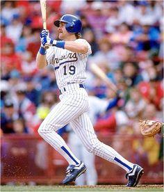 Robin Yount, Milwaukee Brewers, Starting Centerfielder (and reserve SS) Best Baseball Player, Major League Baseball Teams, Baseball Pitching, Baseball Season, Backyard Baseball, Baseball Sunglasses, Robin, Baseball Pants, Baseball Stuff