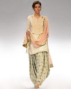 The Patiala Panache <-Gorgeous suit. Love the layering.