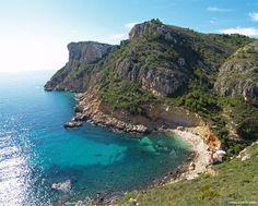 Ruta de los Acantilados de Benitatxell Moraira, Alicante Spain, Beach Scenes, Heaven On Earth, Valencia, Beautiful Places, Beautiful Pictures, To Go, Places To Visit