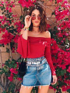 Camila Coelho.O óculos de sol favorito: porque toda fashionista que se preze tem o seu par de óculos queridinhos na bolsa a todo momento, certo?