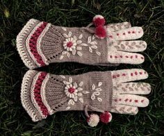 Items similar to Vintage Victorian Lace Gloves - Above the Clouds on Etsy Vintage Victorian Lace Gloves -exemple de paire de gant au tricot Crochet Gloves Pattern, Mittens Pattern, Knit Crochet, Fingerless Gloves Knitted, Knit Mittens, Knitted Hats, Hand Knitting, Knitting Patterns, Knitting Machine