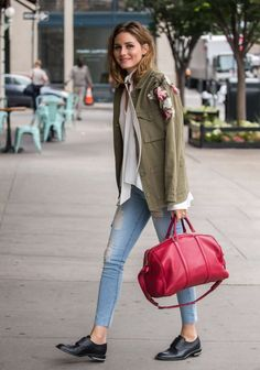 Nice yet the jacket without the flowers (Olivia Palermo) Olivia Palermo Lookbook, Olivia Palermo 2017, Olivia Palermo Outfit, Olivia Palermo Style, Use E Abuse, Mantel, Look Fashion, Autumn Fashion, Fashion Outfits