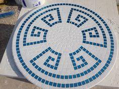 Mosaic table Mosaic Tray, Mosaic Glass, Mosaic Tables, Stained Glass, Mosaic Crafts, Mosaic Projects, Mosaic Designs, Mosaic Patterns, Bowling Ball