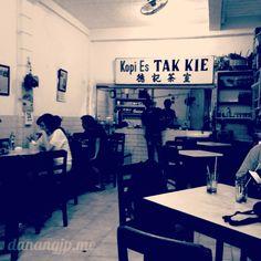Kedai kopi tenar di daerah Kota.
