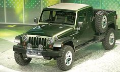 At the Detroit Auto Show, Jeep reveals that the next-generation Wrangler will add a long-awaited pickup model. Jeep Wrangler Pickup, Jeep Wranglers, Jeep Pickup Truck, Jeep Gladiator, Jeep Brute, Jeep Wagoneer, Jeep Willis, Jeep Concept, Concept Cars
