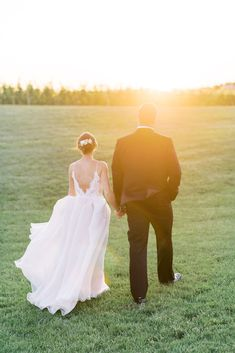 Home - Lindsey Ford Photography - Central PA Wedding Photographer Bridal Dress Shops, Bridal Gowns, Gown Designer, Cake Bakery, Groom And Groomsmen Attire, Magical Wedding, Vineyard Wedding, Chris Brown, Event Styling