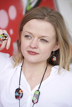 An elegant blend of wood materials and juicy colors are calling to the world of handmade jewelry of Ernesto de Barcelona