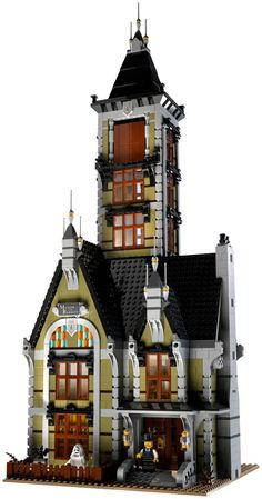 This year, the LEGO Group is treating us with a return to the fairground. Coming June Minifigures will delight in a Haunted House free-fall drop! Haunted House Pictures, Lego Haunted House, Lego Engineering, Boutique Lego, Modele Lego, Construction Lego, Lego Halloween, Light Brick, Toy Story Figures