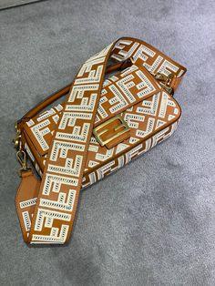 Cross Bags, Lei, Designer Bags, Plastic Canvas, Birkin, Purses And Handbags, Fashion Bags, Hermes, Satchel Handbags