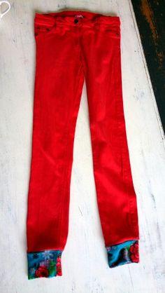 Een bestaande te korte broek aanlengen met stof van haar tuniekje...