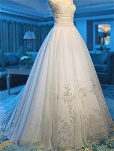 I like the upper and bottom design of the dress