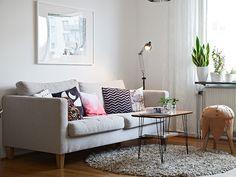 Vardagsrum - snygg bord + soffa!