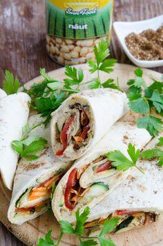 Lipii umplute cu hummus si legume coapte - Din secretele bucătăriei chinezești Fresh Rolls, Hummus, Ethnic Recipes, Food, Salads, Homemade Hummus, Meal, Eten, Meals