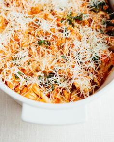 Love lasagna but want something easier and healthier? Make this cauliflower baked ziti from @detoxinista's new cookbook No Excuses Detox. It's cheesy delicious and super easy to whip up (no layering for this baby). Oh and it's #glutenfree and #lowcarb too! I'm sharing the recipe on #eatingbirdfood today.  PS - I'm testing out the #linkinprofile app so you can now find links to all the recipes I post here on Insta whenever you need them. Check out the link my profile and let me know how you…