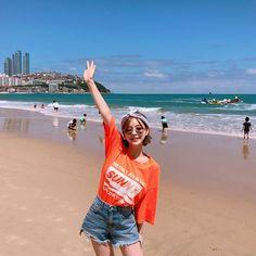 Cute Korean Girl, Cute Asian Girls, Cute Girls, Ulzzang Fashion, Korean Fashion, Korean Photo, Beach Poses, Uzzlang Girl, Korean Aesthetic