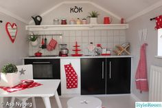 Very cool play house decor. Target Play Kitchen, Best Play Kitchen, Kitchen Sets For Kids, Kitchen Ikea, Awesome Kitchen, Playhouse Interior, Playhouse Furniture, Diy Playhouse, Inside Playhouse