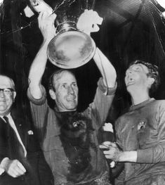 The meeting of Benfica and an English side in Chelsea in the Europa League final will for many conjure up memories of the 1968 European Cup final at Wembley, when Manchester United became the first English side to conquer Europe. Manchester United Images, Manchester United Football, Ac Milan, Fifa, Matt Busby, Cristiano Ronaldo Manchester, Michael Owen, Bobby Charlton, European Cup