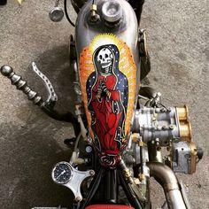 Pictures of people on their motorcycles Harley Bobber, Bobber Chopper, Bobber Motorcycle, Motorcycle Leather, Custom Harleys, Custom Bikes, Drag Bike, Biker Gear, Garage Art