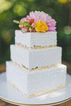 Two Foxes Photography   Floral Design: Tessa's Garden   Cake: Pure Bliss Baking Co.