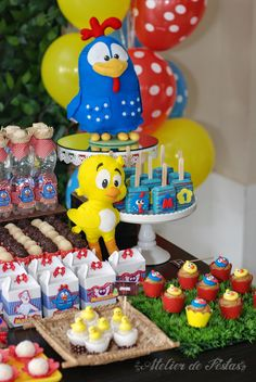 How about betting on Galinha Pintadinha birthday decoration? This theme is very successful among children from 1 to 4 years old. Anniversary Decorations, Birthday Decorations, Cupcake Photos, Back To School Party, Custom Cupcakes, Colourful Balloons, Farm Party, Themed Cupcakes, Ideas Para Fiestas