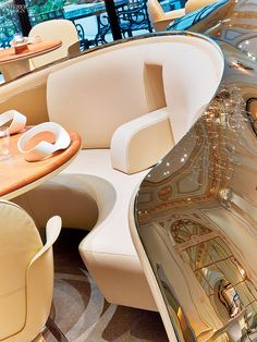 The Curtain Rises: Jouin Manku Redesigns Dining at Plaza Athénée Hotel Bar Interior, Interior Concept, Restaurant Interior Design, Top Interior Designers, Restaurant Banquette, Hotel Restaurant, Banquet Seating, Booth Seating, Restaurants