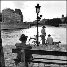 Elliott Erwitt -  Paris. 1970.