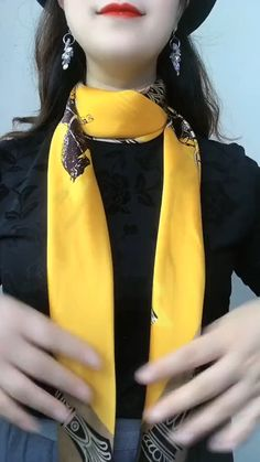 Ways To Tie Scarves, Ways To Wear A Scarf, How To Wear Scarves, Scarf Knots, Diy Scarf, Scarf Wearing Styles, Head Scarf Styles, Diy Fashion Hacks, Fashion Outfits