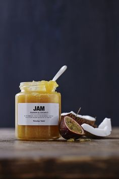 "_La mejor mermelada en el mundo mundial sin duda translation: ""The best jam in the global world definitely. How To Make Jam, Milkshake, Diy Kitchen, Nutella, Candle Jars, Nom Nom, Good Food, Goodies, Honey"