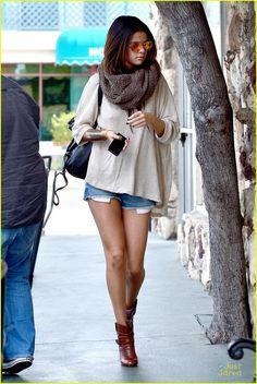 Selena Gomez: Leggy Lunch at Little Cafe! | selena gomez leggy lunch at little cafe 03 - Photo Gallery | Just Jared Jr.