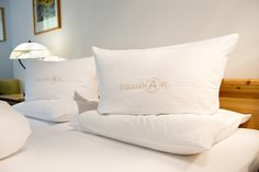 #traumhaft #schlafen im #almwellnessresorttuffbad #Tuffbad #almwellness #Lesachtal #Kärnten #österreich Bed Pillows, Pillow Cases, Home, Small Double Bedroom, Nice Asses, Pillows, Ad Home, Homes, House