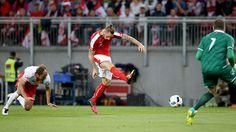 Alaba-Eigentor: Hinteregger veräppelt den Bayern-Star - LAOLA1.at Den, Euro, Soccer, Stars, Own Goal, Football Soccer, Bavaria, Futbol, European Football