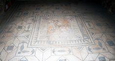 Herculaneum: Casa dell'Atrio Corinzio floor mosaic Atrium House, Ruined City, Pompeii And Herculaneum, Frozen In Time, Archaeology, Tuna, Portal, Rome, Floors