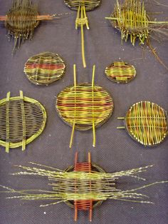a forager's guide to identifying, gathering and preparing inspirational materials for contemporary basketry Craft Projects For Kids, Fun Crafts For Kids, Cute Crafts, Diy And Crafts, Arts And Crafts, Basket Weaving Patterns, Square Baskets, Willow Weaving, Paper Weaving