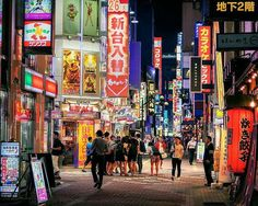 La #photo du jour : Kabukicho district à Shinjuku la nuit tokyofashion Plus de photos sur instagram : https://www.instagram.com/journaldujapon/ #Japan