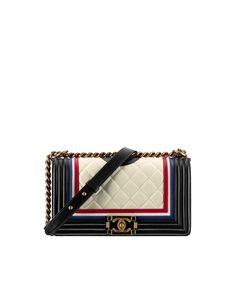 Le Boy de Chanel...le it bag de toujours.  www.leasyluxe.com #itbag #chanel #leasyluxe