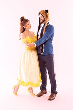 If you need a couples Halloween costume for you and your boo (pun intended), look no further. Check out these 119 creative DIY couples costume ideas for Halloween. Disney Couple Costumes, Cute Couple Halloween Costumes, Diy Couples Costumes, Halloween Kostüm, Halloween Cosplay, Creative Costumes, Disney Couples, Group Halloween, Homemade Halloween