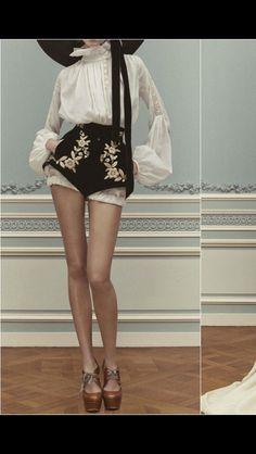 Ulyana Sergeenko Haute Couture Frühjahr / Sommer 2013 - New Site Moda Fashion, Vogue Fashion, Runway Fashion, Trendy Fashion, High Fashion, Gothic Fashion, Fashion Spring, Womens Fashion, Hipster Fashion