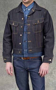 CULTIZM - Carefully selected menswear since Shop over 100 brands in our online shop. Denim Shirt With Jeans, Love Jeans, Jeans Style, Jeans And Boots, Denim Man, Denim Outfit, Denim Shoes, Lee Jacket, Denim Fashion