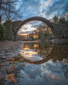 30 fairy-tale places in Germany that are really all real .- 30 märchenhafte Orte in Deutschland, die wirklich alle echt sind Rakotz Bridge in the Azalea and Rhododendron Park Kromlau, Görlitz (Saxony). Rhododendron Park, Places To Travel, Places To See, Wonderful Places, Beautiful Places, Photos Voyages, Europe Destinations, Beautiful Sites, Backpacking Europe