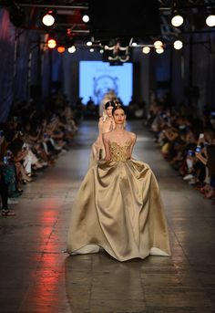The Tuvanam Golden Bazaar Fashion Show - Fashion Designer Tuvana Buyukcinar Demir - Fashion Shows 2015 / Project Fellowship Couture 2015, Couture Fashion, Fashion Shows 2015, Golden Dress, Golden Girls, Couture Collection, Beautiful Dresses, Ball Gowns, Glamour