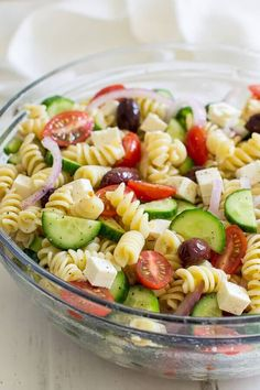 A fresh and easy Greek Pasta Salad just in time for summer! This crowd-pleasing side dish is tasty with grilled meats and at all your backyard barbecues. #GrilledMeat