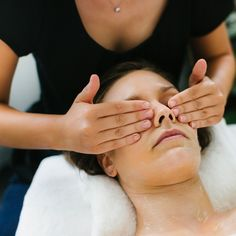 Treat your skin, your spirit and your senses to the luxurious benefits of a professional RainPharma facial treatment in a beauty salon. Relaxation and efficiency go hand in hand, with respect for the complex needs of your skin.