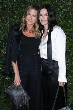 Jennifer Aniston Photos, Courtney Cox, Celebrity Gossip, Duster Coat, Victoria, Portrait, Friends, Celebrities, Image