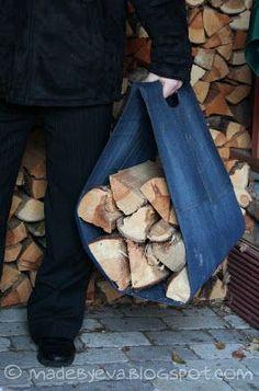 Made by Eva: Denim firewood tote Firewood Carrier, Firewood Rack, Firewood Storage, Recycled Christmas Gifts, Christmas Bags, Christmas Crafts, Craft Storage Cabinets, Diy Bags Tutorial, Wallet Tutorial