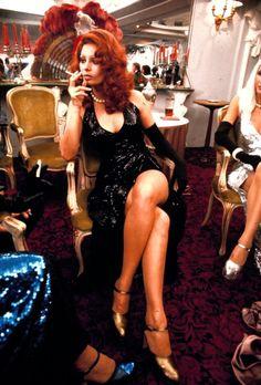 Sophia Loren on the set of Gun Moll Hollywood Actresses, Actors & Actresses, Loren Sofia, Divas, Sophia Loren Images, Italian Actress, Italian Beauty, Marlene Dietrich, Women Smoking