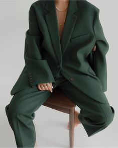the frankie shop Bea Boxy Blazer in Forest Green Suit Fashion, Look Fashion, Korean Fashion, Fashion Outfits, Womens Fashion, Mode Ootd, Beige Outfit, Looks Street Style, Looks Chic