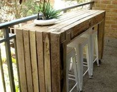 Create Simple Pallet Wood Projects To Enhance Your Home's Interior Decor Pallet Crates, Pallet Bar, Wooden Pallets, Pallet Patio, Diy Pallet, Pallet Ideas, Pallet Projects, Home Projects, Bar Made From Pallets