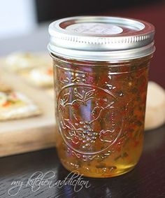 Sweet & Spicy Jalapeno Jelly - Pinner said: It was a HIT it made 7 jars of jelly and I ended up giving away 3 jars to the neigbors how loved it =) Will be keeping a steady supply in the fridge for Randy. Canning Tips, Home Canning, Canning Recipes, Jalapeno Jam, Jalapeno Jelly Recipe Sure Jell, Jalapeno Pepper Jelly, Aloe Vera Creme, Hot Pepper Jelly, Pepper Jelly
